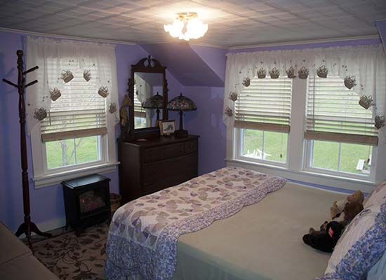 Pet Friendly B&B Lavendar Room